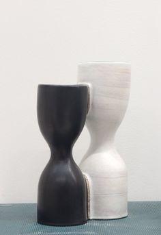 Georges Jouve, double vase noir et blanc 1956, céramique émaillée.