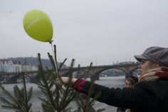 Informuji.cz guerrilla Christmas tree in Prague