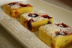 Italienischer Maiskuchen mit Kirschen