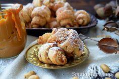 Rogaliki z kajmakiem i solonymi orzechami - SmakiMaroka.pl Cake Recipes, Dessert Recipes, Polish Recipes, Polish Food, No Bake Desserts, Sweet Tooth, Muffin, Food And Drink, Cooking Recipes