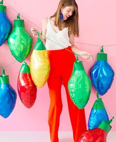 Tired of the same-old twinkle lights? This holiday trend will freshen things up. Holiday Gift Guide, Holiday Crafts, Holiday Decor, Twinkle Lights, Twinkle Twinkle, Christmas Lights, Balloons, Hip Hip, Advent