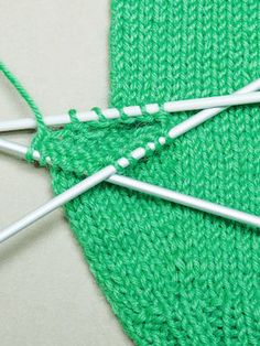 Peukalon neulominen Knitting Projects, Knitting Patterns, Craft Projects, Diy Accessories, Decorative Accessories, Diy And Crafts, Arts And Crafts, Knit Crochet, Crochet Hats