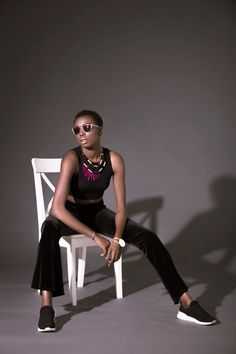 Model poses female fashion model posing tips Female Modeling Poses, Female Poses, Modeling Tips, Studio Posen, Modeling Fotografie, Video Vintage, Creative Fashion Photography, Fashion Model Poses, Sitting Poses
