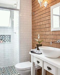 Bathroom tile ideas to get your home design juices flowing. will amp up your otherwise boring bathroom routine with a touch of creativity and color. Bathroom Toilets, Small Bathroom, Shower Bathroom, Wc Retro, Bathroom Flooring, Beautiful Bathrooms, Bathroom Interior, Bathroom Inspiration, Ideal Home