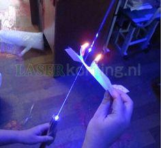 Let op! Hoog vermogen laserpen dat hij bij ondeskundig gebruik gevaarlijk kan zijn. Vermijd oogcontact. Door het hoge wattage is deze laserpen alleen voor professioneel gebruik.