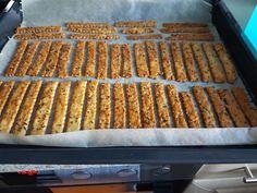 Sajtos rudak és perecek egy tésztából! Elronthatatlan finomság, nálunk nagy kedvenc! - Ketkes.com Bread, Snacks, Cookies, Party, Recipes, Food, Appetizers, Biscuits, Fiesta Party