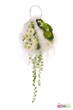Bridal flower purse bouquet created with Bolsa Flora I.  www.tablescapesbydesign.com https://www.facebook.com/pages/Tablescapes-By-Design/129811416695