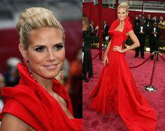 A modelo e apresentadora Heidi Klum foi ao Oscar de 2008 com um dos vestidos mais lindos da história fashion da cerimônia.