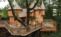 Milandes Treehouse, Puybéton, France - Rent $281 a night 4 guests (1 bed) Inspired by the real Château des Milandes, there's also an infinity pool and hot tub on site