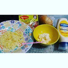 Pãozinho!!! Assado no forno com creme de cebola e queijo. Uma delícia. #donadecasa #lardocelar #donadecasaeusou #boanoite #sabado #amomeular #love #decor #donadecasacomamor #chocolate #frio #food #homedecor #receita #homesweethome #donadecasareal #donasdecasareunidas #casanova #cozinha #bolo #comprinhas #delicia #foodporn #blogger #lar #nacozinha #donadecasareunidas #meular #minhacasa #vidadecasada by larcantinhodeamor http://ift.tt/27Xajb7