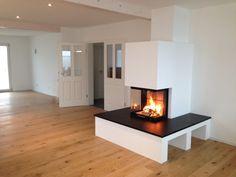 Moderner 3-seitiger Heizkamin mit Naturstein #Fireplace #Heizkamin #Ofen #Riederinger Hafnerei www.Ofenkunst.de
