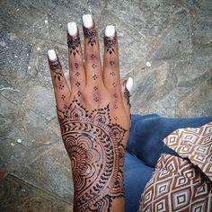 Jagua tattoo Henna Shantalla White Henna Tattoo, Henna Tattoos, Jagua Tattoo, Creative Things, Mehendi, Henna Designs, Tattoo Inspiration, Tatting, Catalog