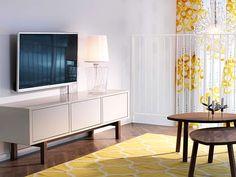 TV-Bank und Teppich aus der Stockholm-Kollektion - © Inter IKEA Systems B.V. 2013