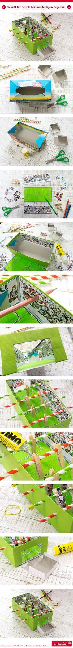 Mini-Tischkicker // Kaum zu glauben, eine Taschentücher-Box lässt sich in ein ganzes Fußballstadion verwandeln! Mit Hilfe von Trinkhalmen und Wäscheklammern wird der Miniatur-Tischkicker einsatzbereit. Viel Spaß beim Miniatur-Kickern! // // Eine Schritt-für-Schritt Anleitung finden Sie auf dm.de/profissimo-kreativ // #ProfissimoKreativ #basteln #Idee #Kreativ #DIY #Fußball #Tischkicker