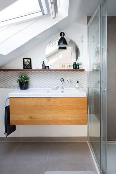 Integrated offset sink, wall mounted tap. Perfect.