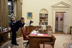 Pete Souza, Oval Office, March 19, 2010