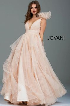 3f56828dd5f Our 5 Favorite Champagne Colored Formal Gowns