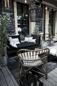 rieten stoelen wit/fuchsia schilderen met wit/fuchsia kussen in