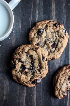 Salted Chocolate Chip Cookies, Perfect Chocolate Chip Cookies, Salted Cookies Recipe, Baking Recipes, Cookie Recipes, Dessert Recipes, Just Desserts, Delicious Desserts, Yummy Food
