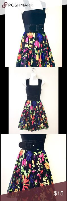 "COLORFUL ""OLD NAVY"" FLOWER PRINTED SKIRT. SZ XS 💞 Whirling and twirling is what you'll be doing in this playful skirt! Strap on a great pair of black sassy heels and bodysuit! Yep, you are ready to go! Size- XS 28""- Waist 22""- Length Old Navy Skirts"