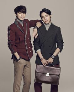 CNBLUE's Jung Yong Hwa and Kang Min Hyuk pair up for a charming FOSSIL photo shoot