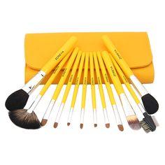 12 Gule Premium Kvalitet Sminkekoster | Det meste du vil behøve av sminkekoster finnes her, alt levert i en fargeglad sporty gulfarge. Brush roll med magnetlukking og glidelåslomme på innsiden for oppbevaring av ekstra småting. Hele dette Premium-settet fra Zoreya leveres i en lekker, ekstra dust-bag med glidelås for ytterligere beskyttelse!  >>> Dette gule settet kan kjøpes HER: bit.ly/1OF6IBd