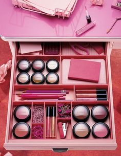 Pink, Organised and MAC. #perfection