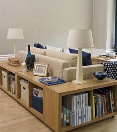 Twitterより。2段カラーボックスにキャスターを取り付けて、ソファー周りに置いてインテリア家具として☆