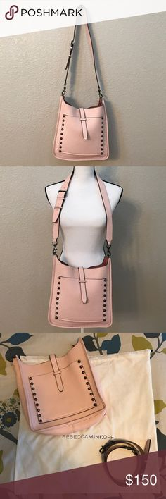 🎉HP🎉REBECCA MINKOFF UNLINED FEED BAG❣️ ❣️REBECCA MINKOFF UNLINED FEED BAG WITH WHIPSTITCH❣️CROSSBODY BAG❣️a rebecca minkoff unlined feed bag crafted in leather with gunmetal hardware. this rebecca minkoff bag features a main open pocket, and 1 exterior slip pocket; a removable/adjutable leather shoulder strap with a 22 drop. dimensions: 11 x 12 x 3.5 .❣️GENTLY USED❣️SHOULDER BAG❣️PALE PINK COLOR❣️COMES WITH DUSTBAG❣️10% OFF WHEN YOU BUNDLE❣️NO TRADE❣️ Rebecca Minkoff Bags Crossbody Bags
