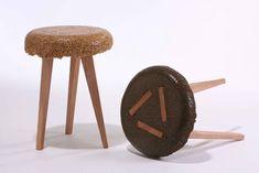 Yoav Avinoam - shavings stool  Sciure de bois destinée à être jetée + résine (Voir lien pour méthode de fabrication (photos)).