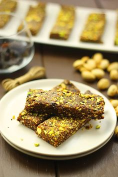 No-Bake Cherry Pistachio Bars. These No-Bake Cherry Pistachio Bars are made with just 5 ingredients and are ready in 20 minutes. Theyre also completely raw! Healthy Treats, Healthy Baking, Healthy Desserts, Healthy Food, Healthy Protein, The Healthy Maven, Healthy Eating For Kids, Baking Recipes, Vegan Recipes