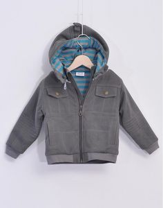 Boy Jacket from La Queue Du Chat Padded Jacket very soft and warm from La Queue du Chat. Made in twill, this beautiful jacket will keep the rain and the wind away! It has several pockets in both sides, and removable hood with zip, and rib in the sleeve end, for na extra confort.  Composition: Shell, Twill made with 97% Organic 3% Lycra; Lining: Jersey made with 100% Organic Cotton. Fairtrade