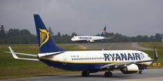 """Ryanair ha dichiarato Venerdì che attuerà nei prossimi 6 mesi """" un programma per migliorare il servizio al cliente . """" Rivoluzione in arrivo: Bagaglio extra, voli silenziosi……  Dal 1 ° novembre """", i clienti che prenotano direttamente sul sito di Ryanair avranno un periodo di tolleranza di 24 ore dal momento della prenotazione al fine di correggere alcuni errori minori della prenotazione originale """"."""