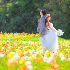 古臭くならない!ダサくない、今風おしゃれなウェディングフォトの撮り方   marry[マリー] Wedding Hair Pins, Boho Wedding, Dream Wedding, Cute Girl Illustration, Japanese Wedding, Wedding Bouquets, Wedding Dresses, Pre Wedding Photoshoot, Flowers In Hair