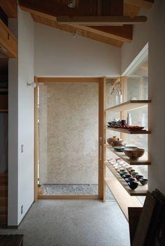 神谷建築スタジオが手掛けた福釜の家 | homify Japanese Home Decor, Japanese House, Cafe Interior Design, Interior Architecture, Humble Abode, Entrance, New Homes, Minimalist, Projects