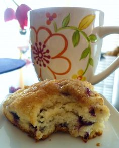 Apple Discover Blueberry Streusel Scones Blueberries and the strudel topping make this scone recipe more like a dessert than a tea biscuit. Add in some lemon zest for another flavor component! Blueberry Strudel, Blueberry Scones, Blueberry Desserts, Biscotti, Breakfast Items, Breakfast Scones, Breakfast Recipes, Sweet Breakfast, Tea Biscuits