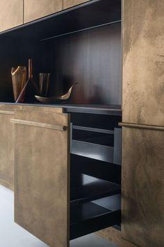 Kitchen Interior Design Remodeling Xera by Arex: Lingotto burnished brass kitchen - models lingotto brunito ottone by Xera Brass Kitchen, Kitchen Pantry, Kitchen Decor, Kitchen Black, Kitchen Ideas, Country Kitchen, Kitchen Dining, Patio Dining, Patio Table