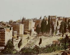 Фотографии крепостных стен столицы Византии разных лет - от 1860 г. до 70-х годов 20 века. Фото отражают состояние стен Города до их частичной реставрации. О…
