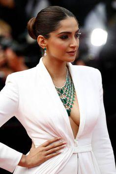 Indian Bollywood Actress, Indian Actress Hot Pics, Actress Pics, Bollywood Girls, Most Beautiful Indian Actress, Indian Actresses, Indian Celebrities, Bollywood Celebrities, Sonam Kapoor Instagram