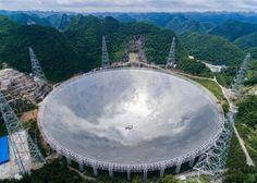Radioteleskope funktionieren so ähnlich wie eine riesige Satellitenschüssel. Nur empfangen sie im Idealfall kein Fernsehsignal, sondern zeichnen aus dem Weltall kommende Strahlungen auf. Dabei gilt…