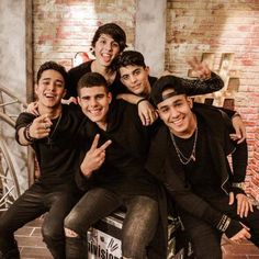 Hermosos Cnco Richard, Memes Cnco, Five Guys, 23 November, O Love, Friend Pictures, Wild Hearts, Real Man, Twenty One Pilots