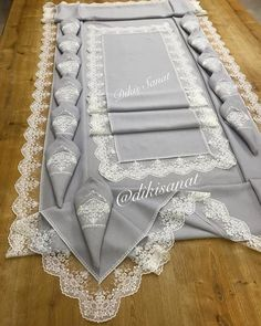 Hardanger Embroidery, Ribbon Embroidery, Embroidery Patterns, Embroidered Towels, Creation Deco, Fabric Art, Table Runners, Diy And Crafts, Creations
