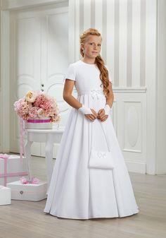 4c932cfce5 Najlepsze obrazy na tablicy Długie sukienki komunijne 2018 (22 ...