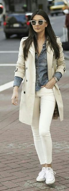 Moda casual chic jeans camel coat Ideas for 2020 Casual Chic, Moda Casual, Chic Outfits, Spring Outfits, Winter Outfits, Pretty Outfits, Trent Coat, How To Wear White Jeans, Trench Coat Outfit