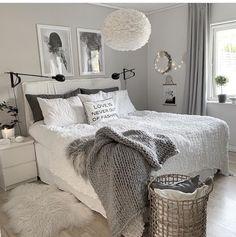 Umage Design (Ex VitaCopenhagen) Eos tollas lámpa a skandináv hálószoba világításaként. Grey Bedroom Decor, Room Design Bedroom, Stylish Bedroom, Small Room Bedroom, Room Ideas Bedroom, Home Bedroom, Bedrooms, Master Bedroom, Grey And White Room