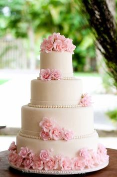 Pink And Gold Wedding, Blush And Gold, Wedding Blush, Wedding Ceremony, Wedding Day, Quinceanera Cakes, Floral Wedding Cakes, Edible Art, 15 Dresses