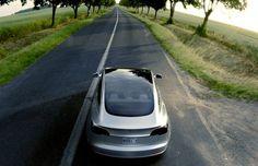 """""""Porque a Tesla existe? Por que estamos produzindo carros elétricos? Porque é muito importante acelerar a transição para um sistema de transporte sustentável. Isso é muito importante para o futuro do planeta"""""""