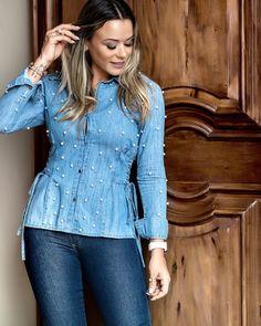 Uma camisa nada básica Com pérolas #bebela #bebelajeans #denim #jeans