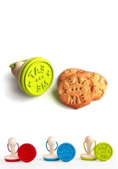 Be sure your friends know who baked their cookies, emboss your tasty tea-time treats, cute design by SUCK UK