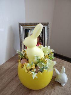 Velikonoční+svícen+Jarní-velikonoční+svícen- +keramická+skořápka,svíčka,umělá+vajíčka,pěnové+růžičky+atd.+Výška+dekorace+23cm,délka+12cm,šířka+12cm. Spring Home Decor, Easy Home Decor, Spring Crafts, Easter Gift, Easter Crafts, Happy Easter, Easter Egg Dye, Easter Bunny, Diy Crafts Hacks